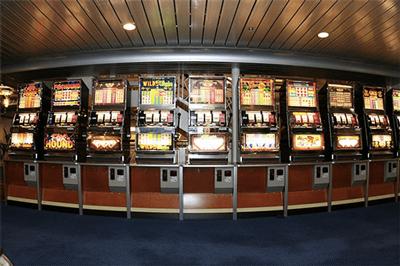 spieler am spielautomat